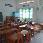 Phụ huynh cho con nghỉ học để phản đối ghép lớp